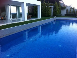 Der Swimming Pool der Traumvilla in Griechenland